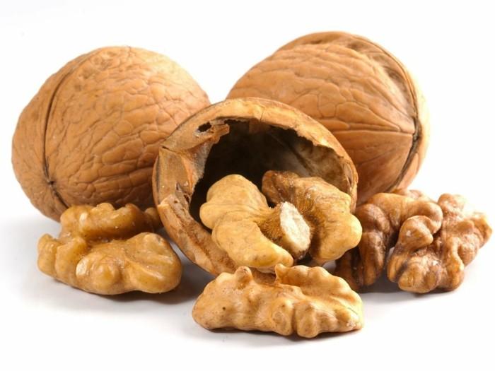 des noix pour booster la quantité de fer dans notre corps, idée aliments contenant du fer