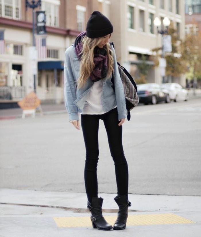 tenue jean noir, bonnet noir, veste en denim, écharpe violette, t-shirt blanc