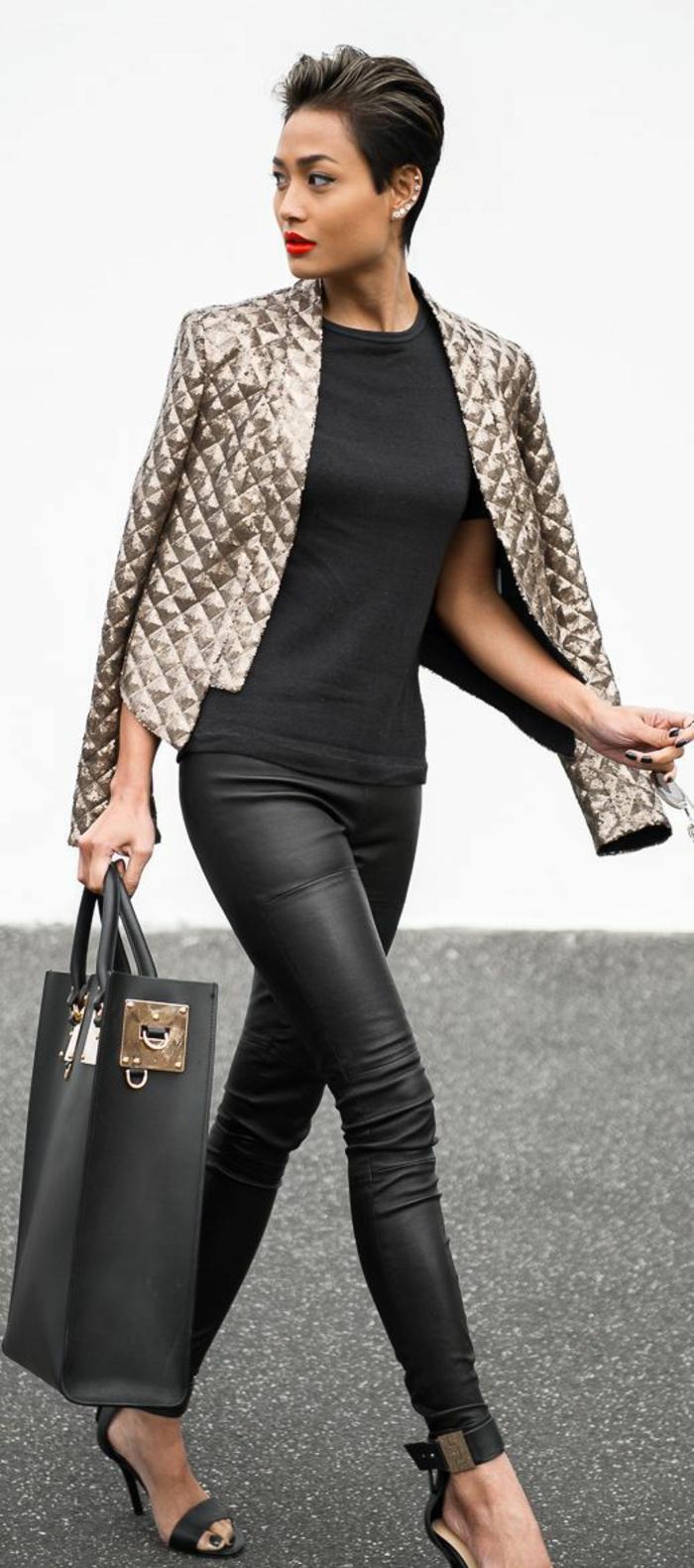 look-élégant-legging-effet-cuir-gros-sac-à-mains