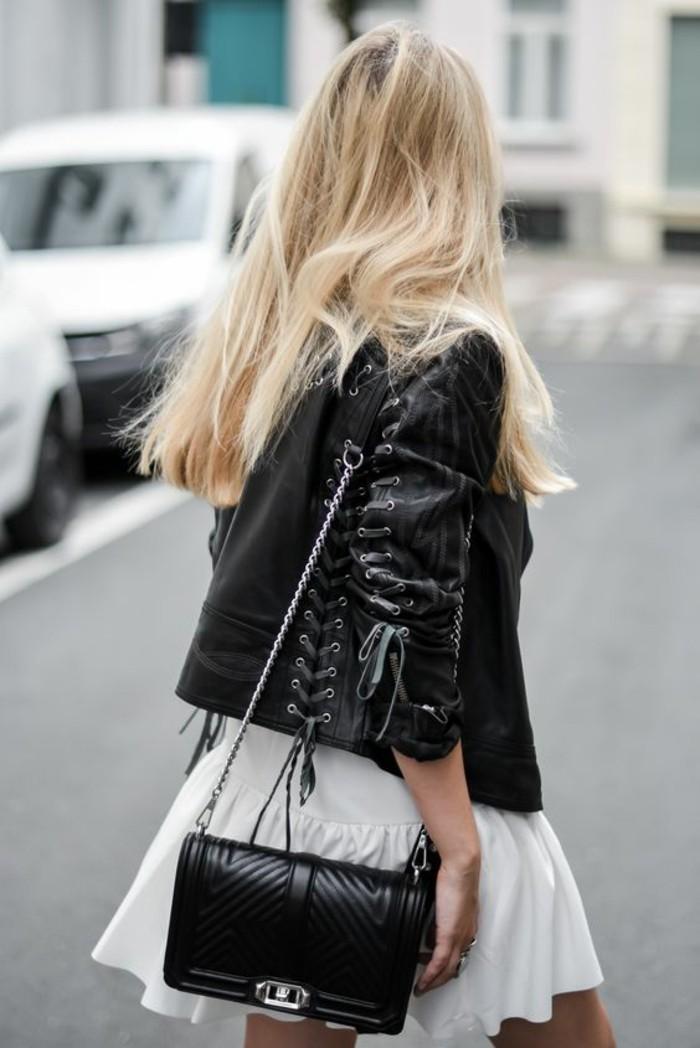 look-casual-femme-robe-décontractée-chic-tenue-casual-chic-veste-en-cuir
