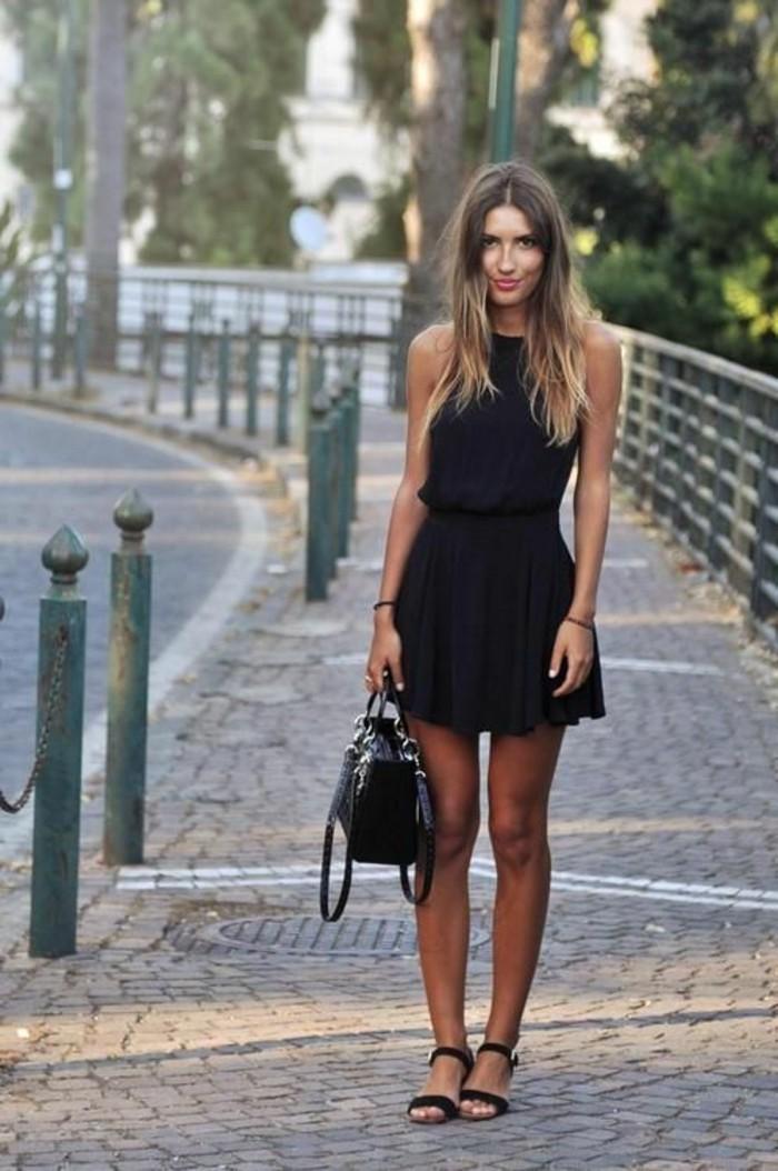 look-décontracté-chic-look-chic-et-décontracté-jolie-petite-robe-noire