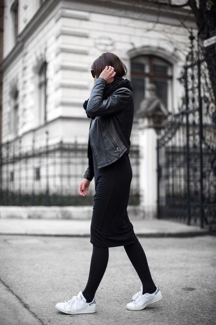 robe longue basket, collants noirs, veste en cuir, cheveux marron, lunettes de soleil noires