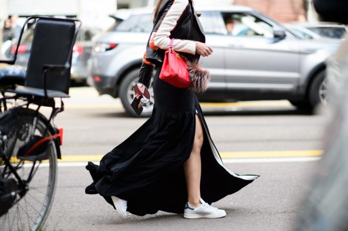 robe longue basket, sac à main rouge, veste en cuir noir et blanc, manucure rouge