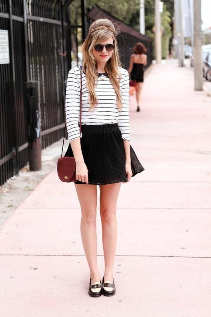 look-noir-et-blanc-blouse-col-claudine-rayée-derbies-rétro