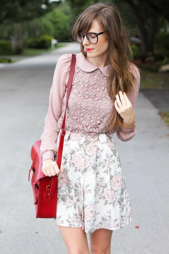 look-romantique-chemisette-femme-à-col-claudine-jupe-imprimée-fleurs