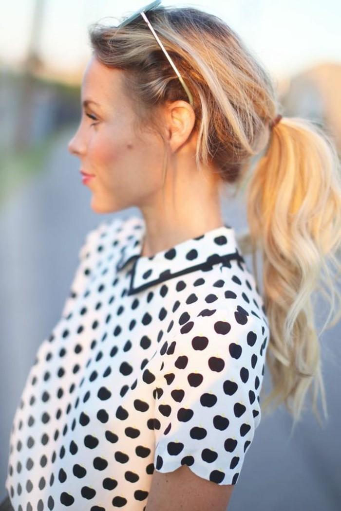 look-romantique-d'été-chemise-à-pois-noire-et-blanche