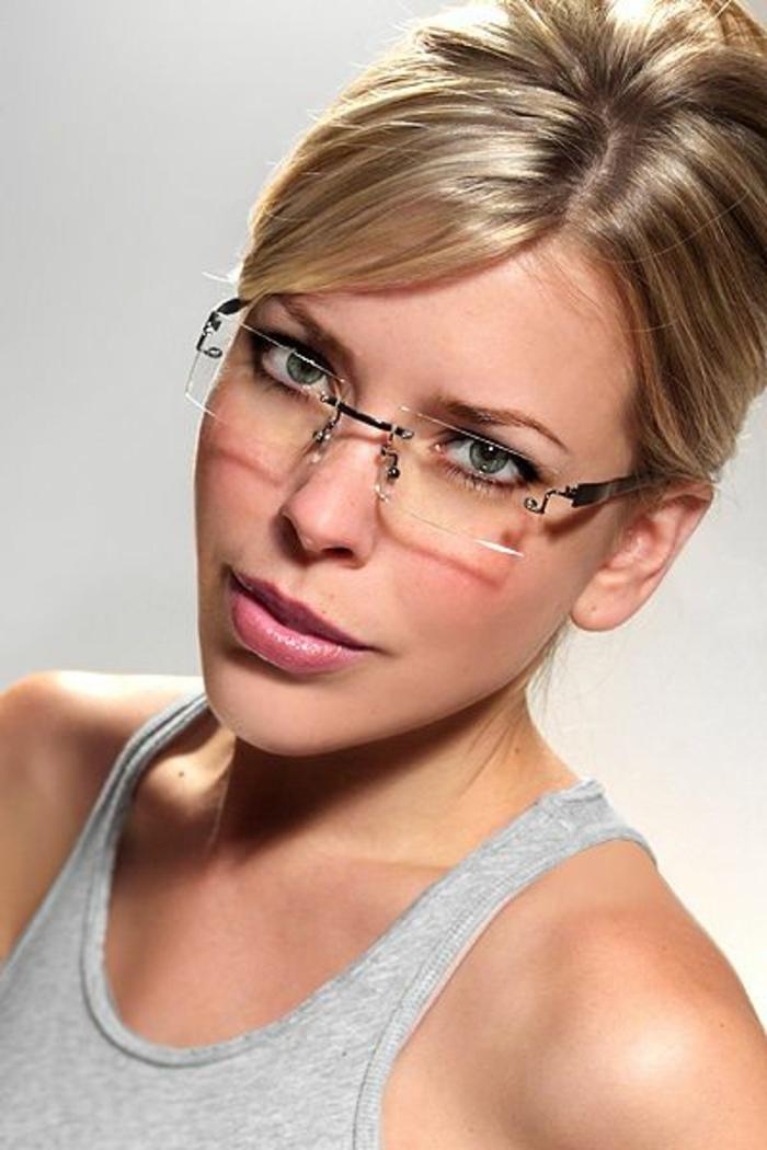lunette-femme-de-forme-carrée-sans-monture-discrète