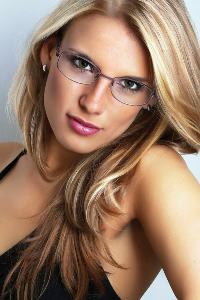 lunette-femme-forme-ovale-monture-en-métal-légère