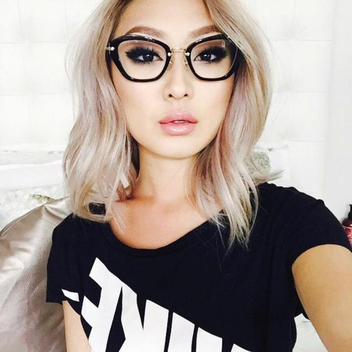 lunette-vue-femme-en-plastique-noir-et-en-métal-doré