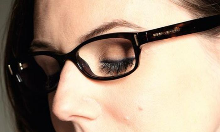lunettes-de-vue-femme-dans-une-couleur-sombre-sublimante-le-visage