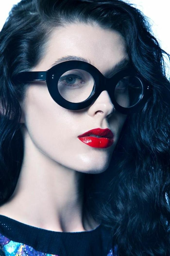 lunettes-de-vue-femme-noires-et-épaisses