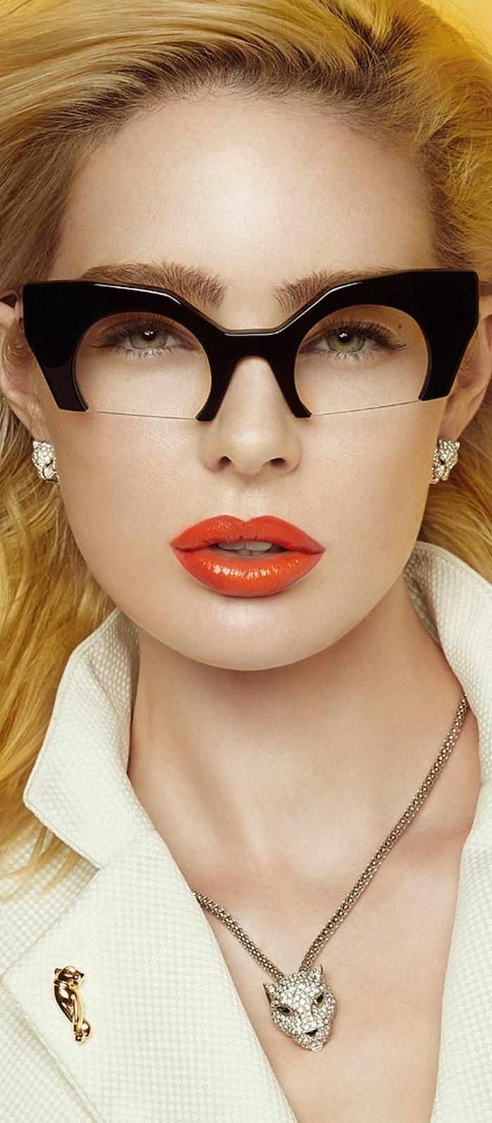 lunettes-vue-femme-demi-verres-semi-transparence-et-partie-supérieure-en-noir