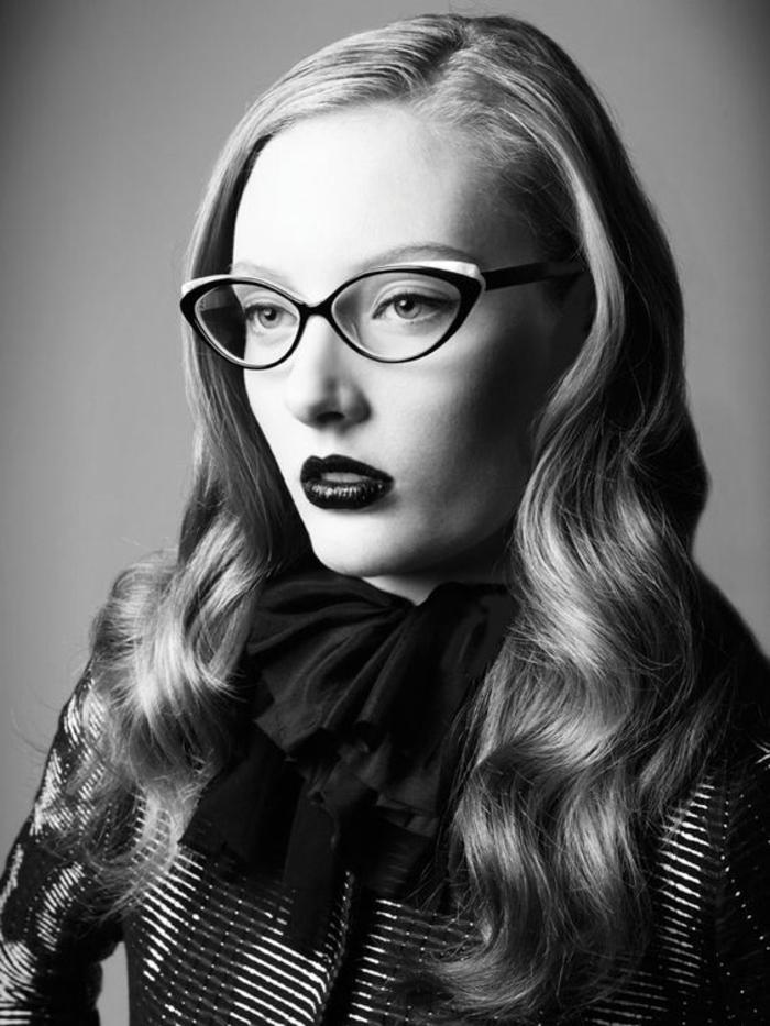 lunettes-vue-femme-rétro-chic-photo-glamour-en-noir-et-blanc