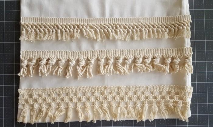 diy macramé, bandes beige macramé, housse de coussin blanche, macramé technique