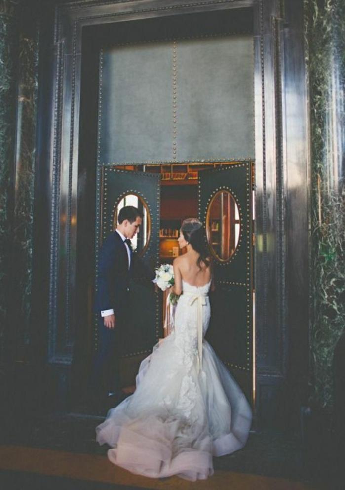 magnifique-robe-de-mariée-simple-et-pas-cher-inspiration-couple-mignonne