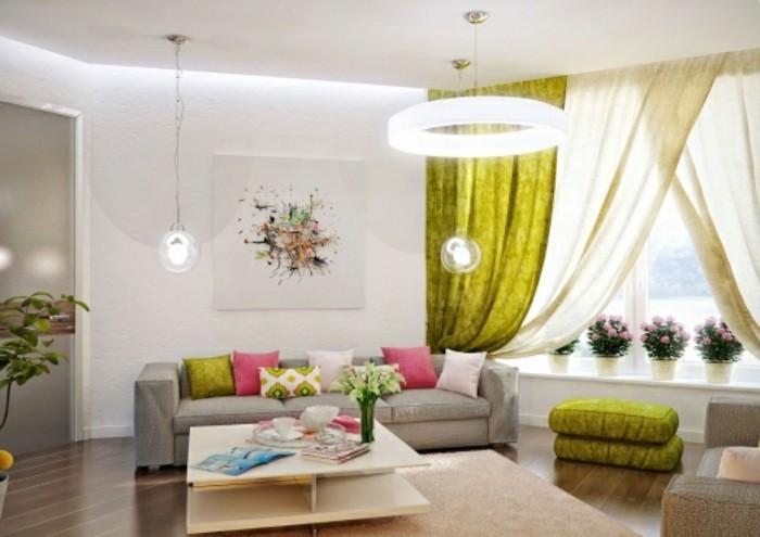 feng shui couleurs, rideaux verts, fleurs rose, plafond blanc, canapé gris