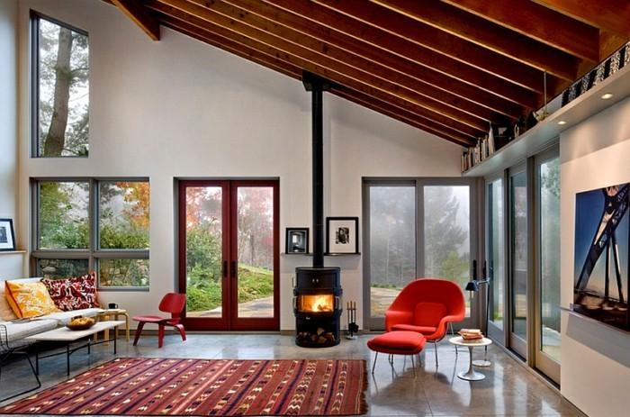 feng shui couleurs, murs blancs, fauteuil rouge, canapé blanc, coussins décoratifs, cheminée allumée