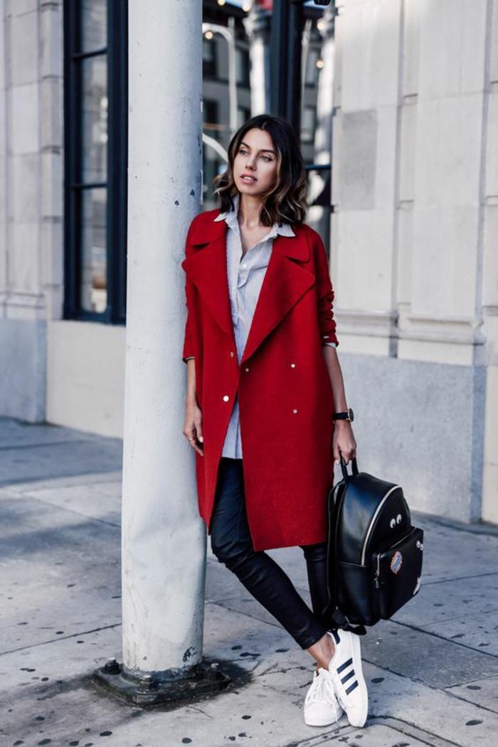 manteau-long-rouge-chemise-ample-pantalon-en-cuir-femme