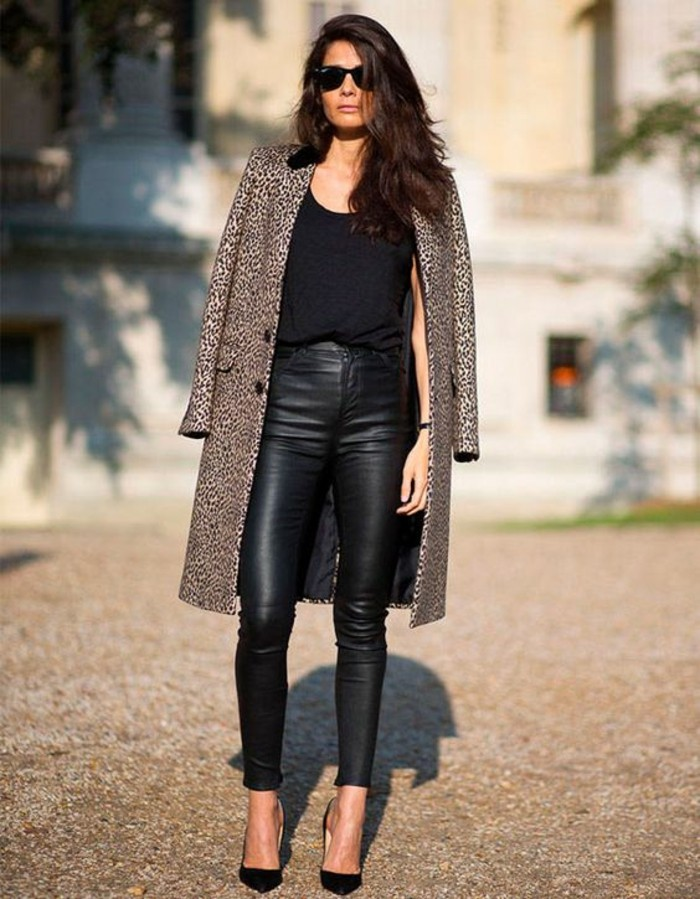 manteau-motif-léopard-escarpins-noirs-slim-cuir-