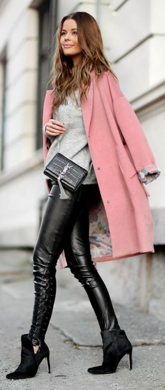 manteau-rose-bottines-pointues-legging-cuir