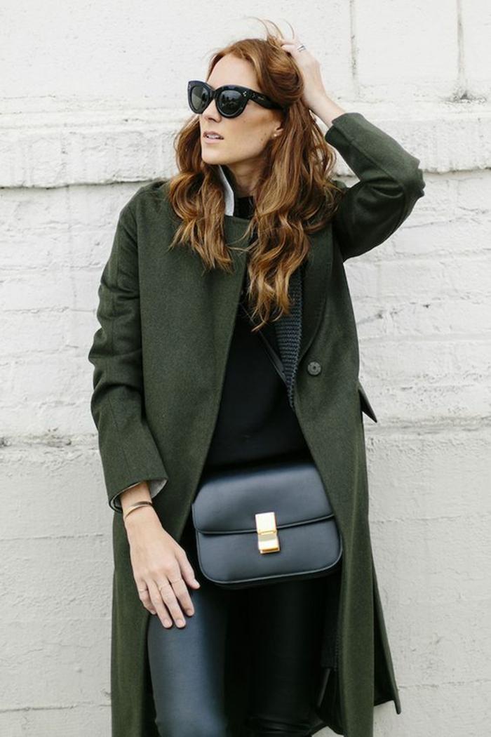 manteau-vert-legging-cuir-sac-à-mains-bandoulière