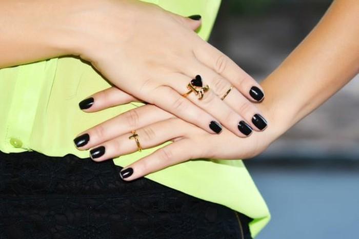 anneau ultra fin, une fine bague demi-doigt combinée avec un anneau coeur et moustache