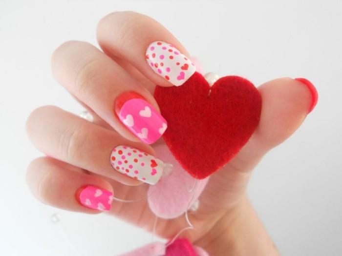 manucure-originale-amour-art-base-blanche-rouge-vernis-rose-coeurs