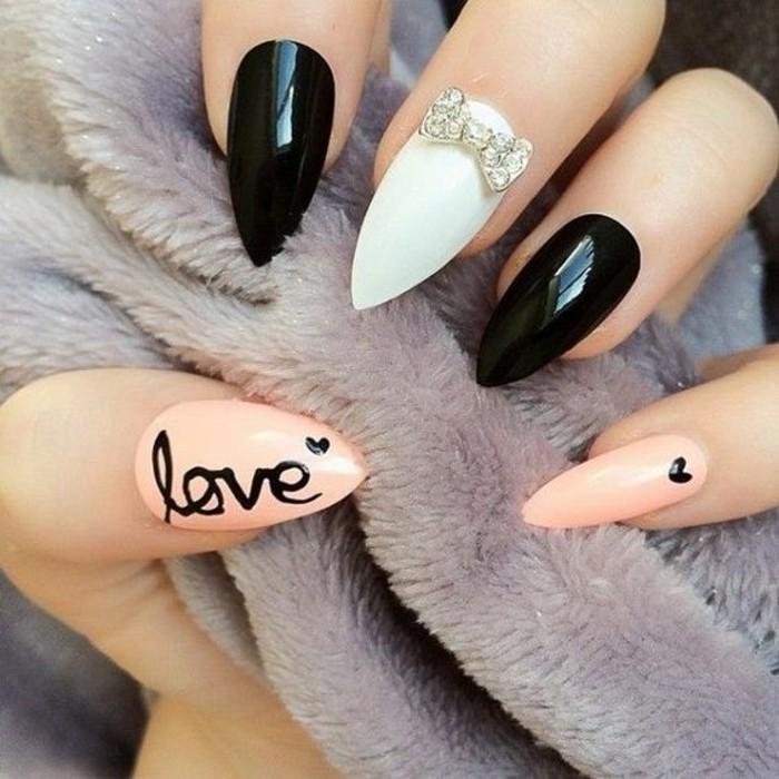 manucure-originale-ongles-longs-vernis-de-base-nude-blanc-et-noir-mini-coeurs