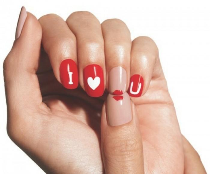 manucure-originale-st-valentin-base-rouge-et-nude-coeurs-blancs-lettres-amour