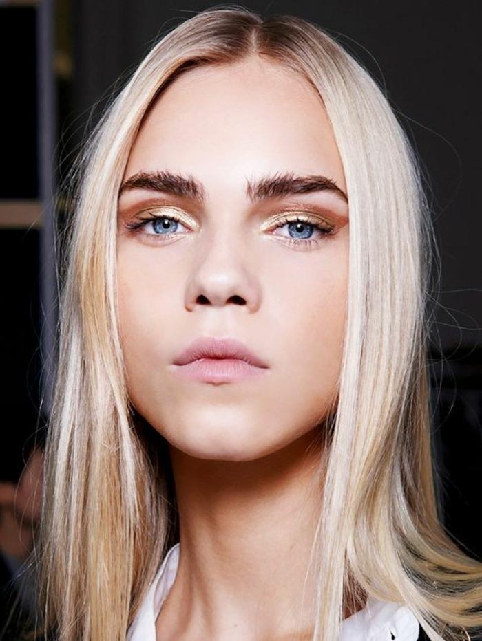 maquillage-des-yeux-bleus-maquillage-femme-blonde-teint-pâle
