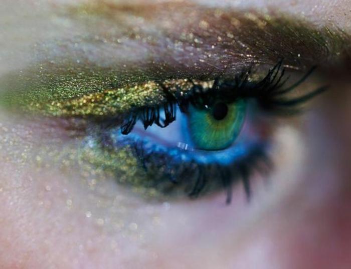 maquillage-des-yeux-bleus-verts-maquillage-festif