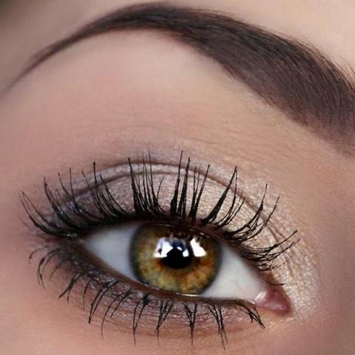 maquillage-des-yeux-doré-gris-ombres-à-paupières-et-mascara