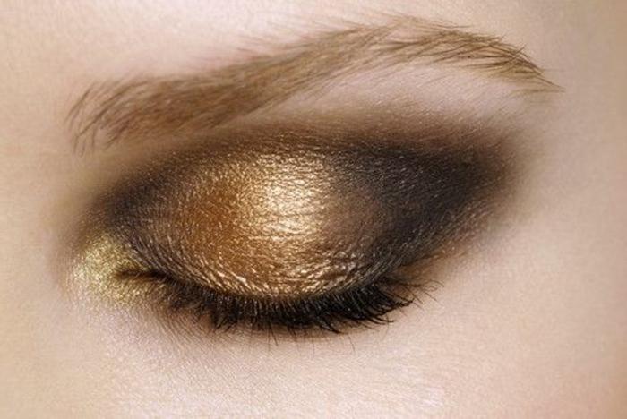 maquillage-doré-et-gris-smokey-eye-doré-et-gris