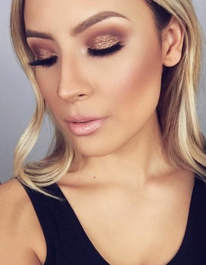 maquillage-doré-smokey-eye-marron-doré-cheveux-blonds