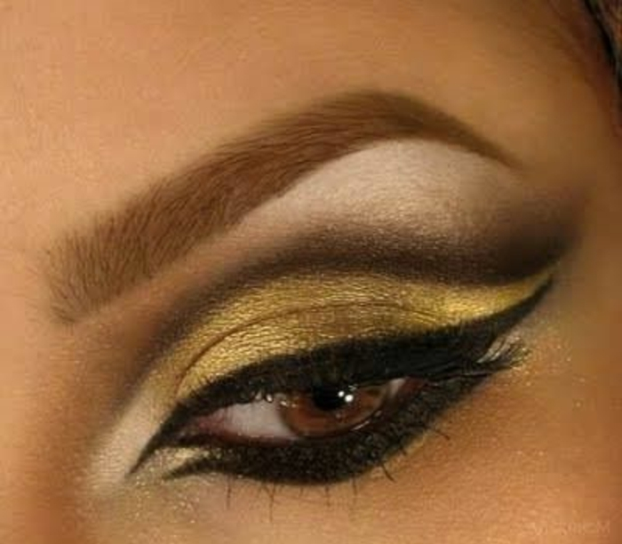 maquillage-oeil-de-chat-noir-et-doré-vert-yeux-marrons