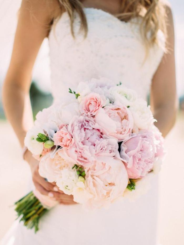 mariage-robe-de-mariée-longue-blanche-bouquet-magnifique-poives