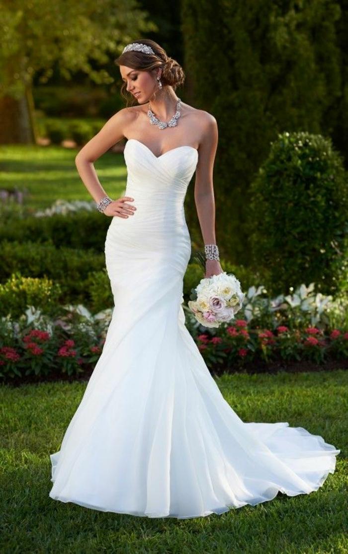 1001 id es pour trouver la meilleure robe de mari e bustier for Robes violettes plus la taille pour les mariages