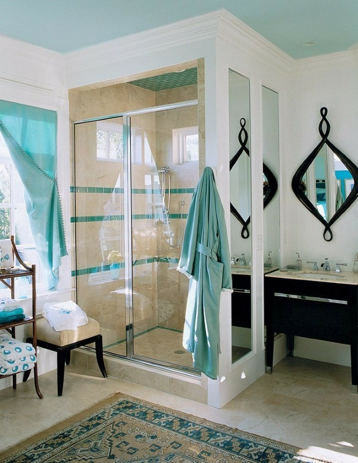 meuble-de-salle-de-bains-cabine-de-douche-miroir-lavabo-noirs-tabouret-en-bois-foncé