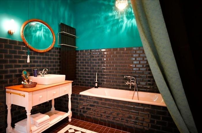 meuble-de-salle-de-bains-carrelage-marron-foncé-et-turquoise-miroir-rond