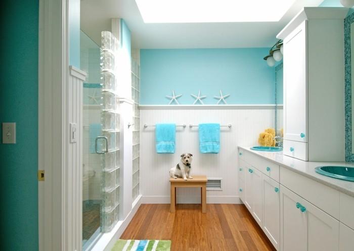 meuble-de-salle-de-bains-chien-etoiles-de-mer-parquet-en-bois-cabine-de-douche