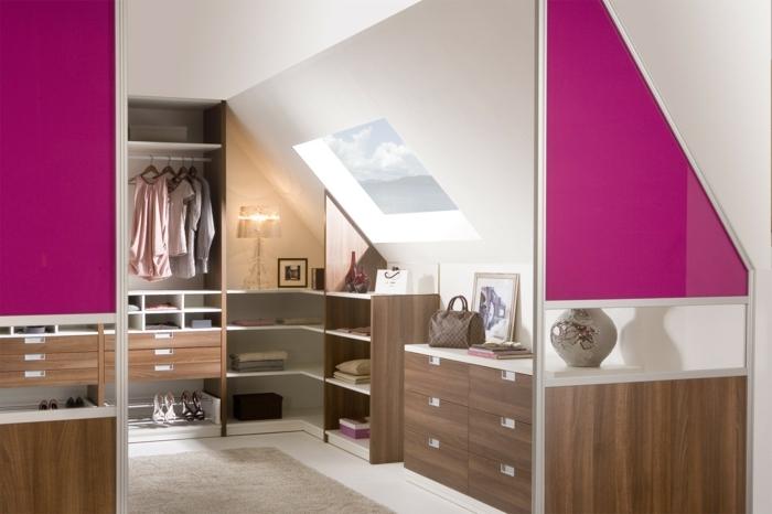 idée de dressing sous pente, penderie et placards ouverts, rangement gaine de place chaussures et vêtements