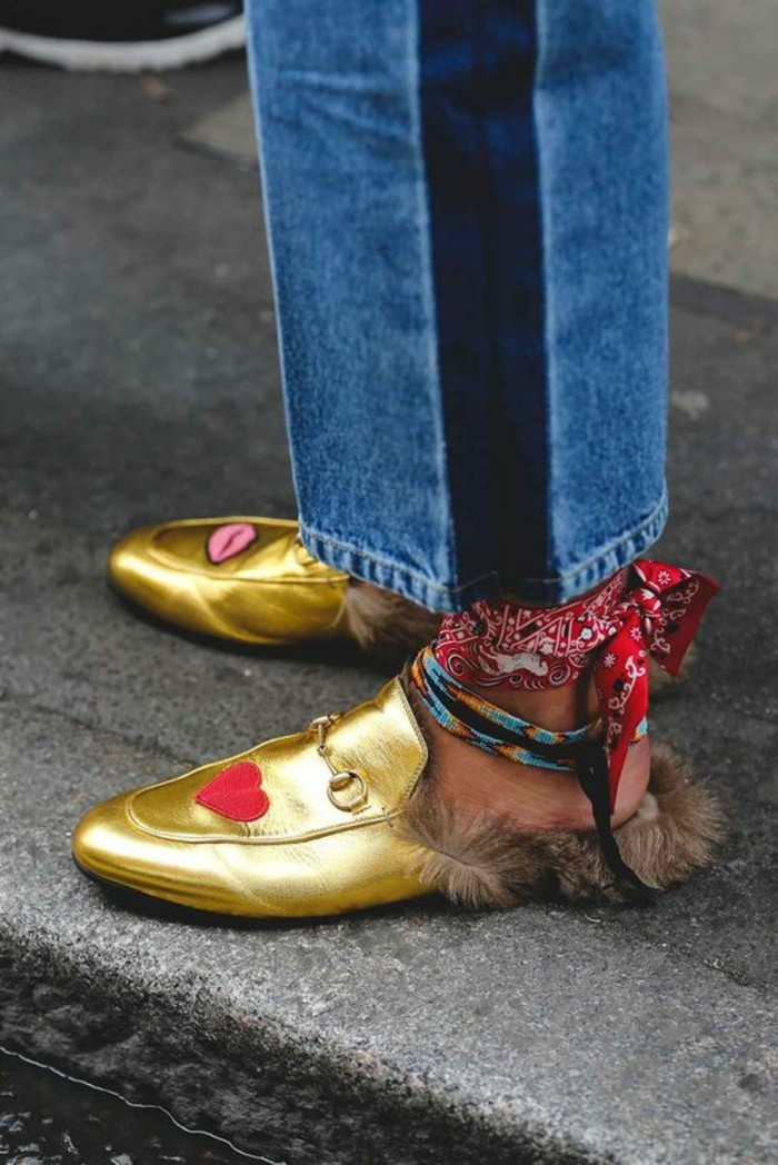 mocassin vernis femme doré semaine mode Londres avec des petits coeurs rouges