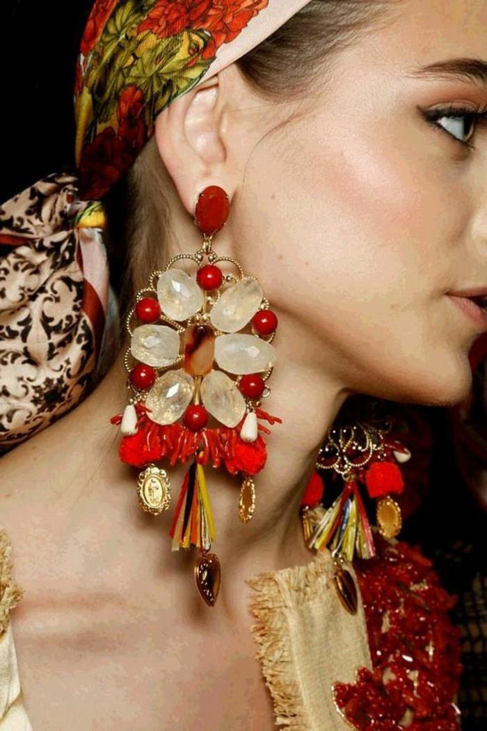 mode boheme, boucles d'oreilles massives en pierres et métal