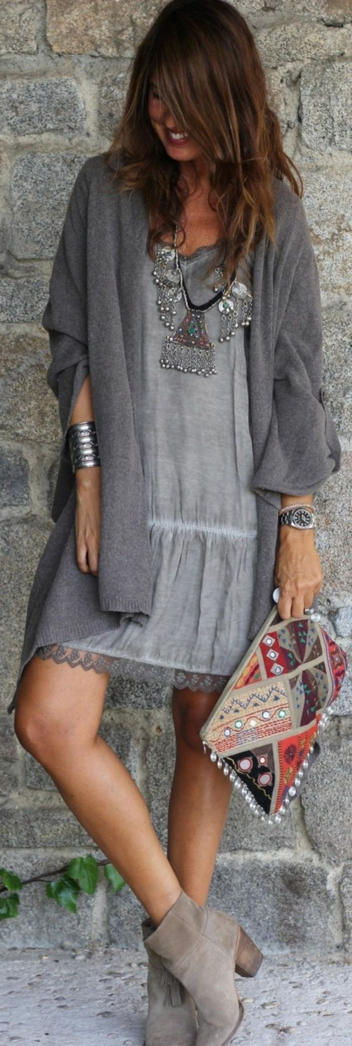 mode boheme, gilet gris long, robe boho chic