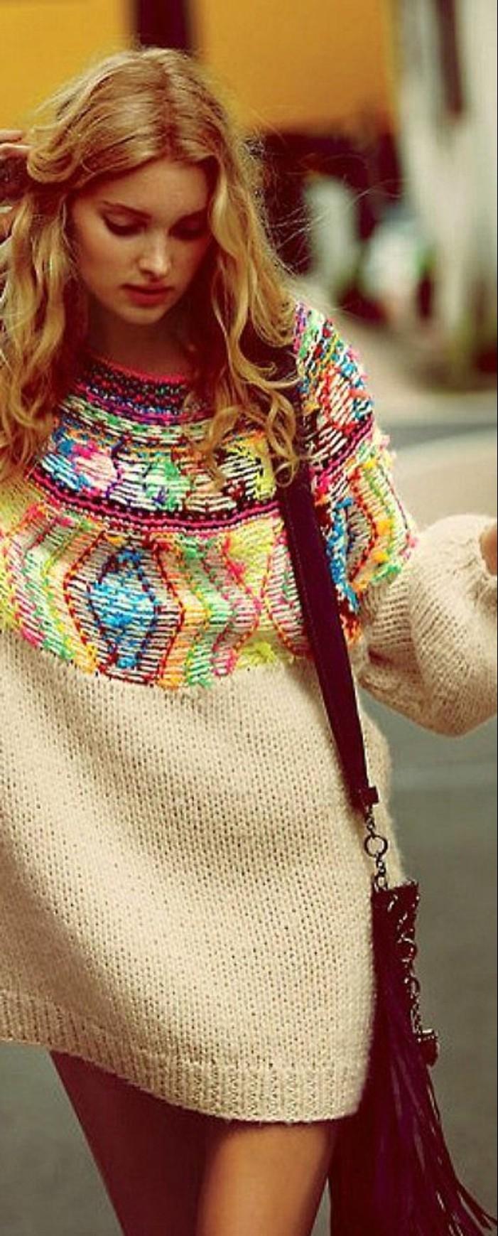 mode boheme, robe pull avec jolie broderie en couleurs