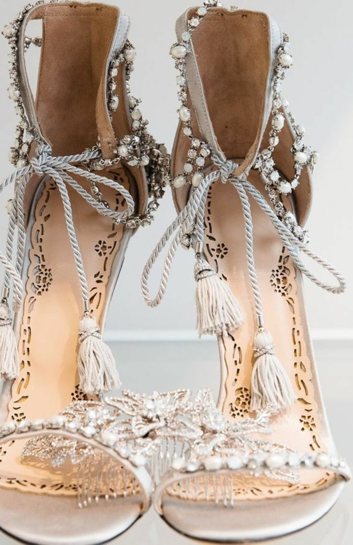 mode boheme, sandales bohémiennes avec pierres incrustées