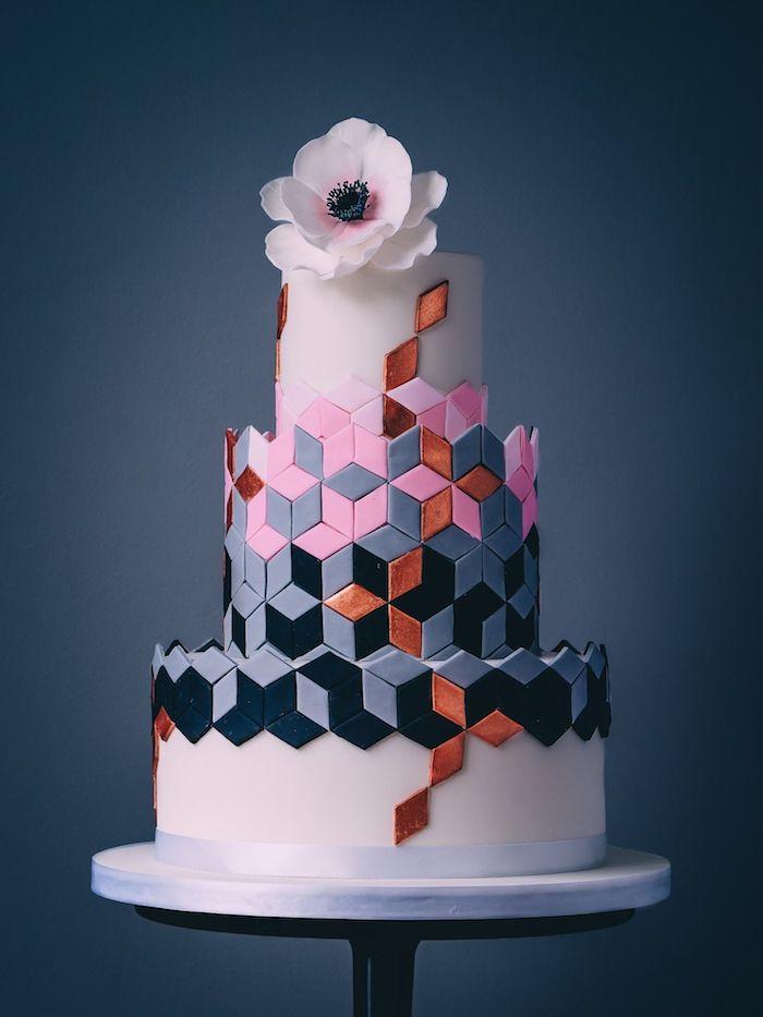 motifs mosaique geometrique pour decorer un gateau de rose, noir, cuivre et gris sur fond blanc, deco fleur en top