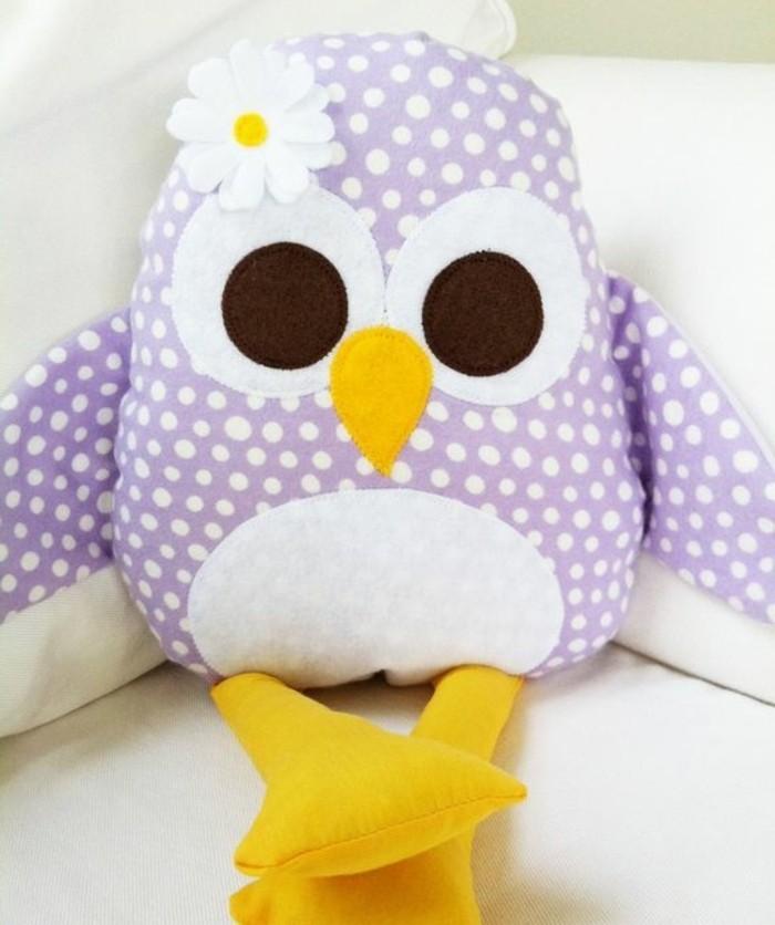 modele-doudou-chouette-idée-de-doudou-a-faire-soi-meme-en-violet-et-blanc-patron-chouette-simple-jouet-fille