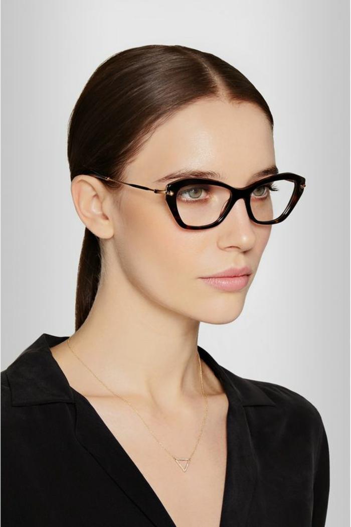 modele-lunette-de-vue-femme-active-style-imposant