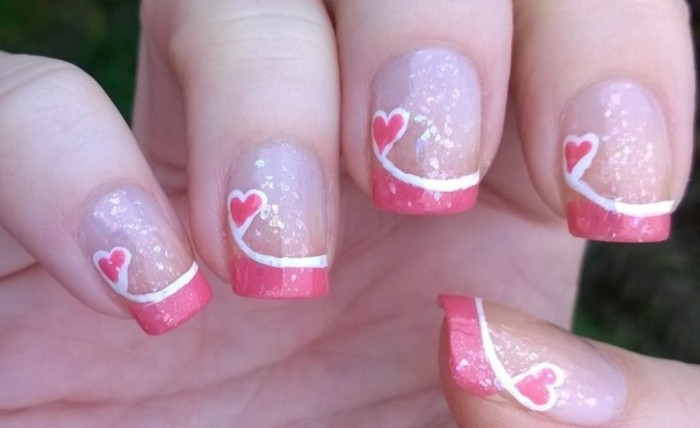 modele-ongle-gel-deco-amour-st-valentin-coeurs-rose-lignes-blanches